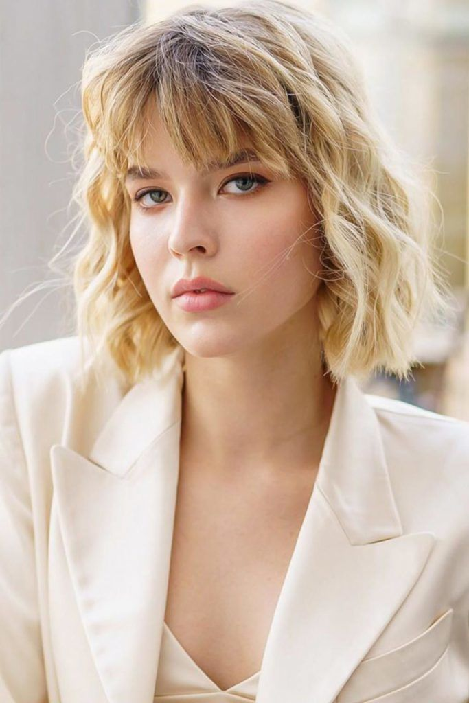 Blunt Wavy Bob With Thinned Bangs #shorthaircuts #shorthairstyles #shorthair