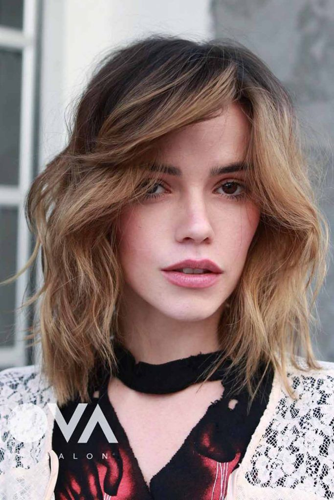 Sandy Wavy Side-Parted Lob<