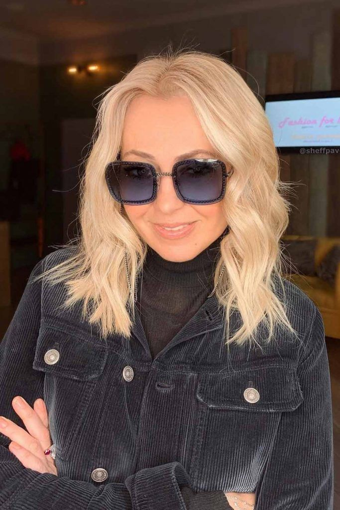 Wavy Blonde Hair With Square Sunglasses