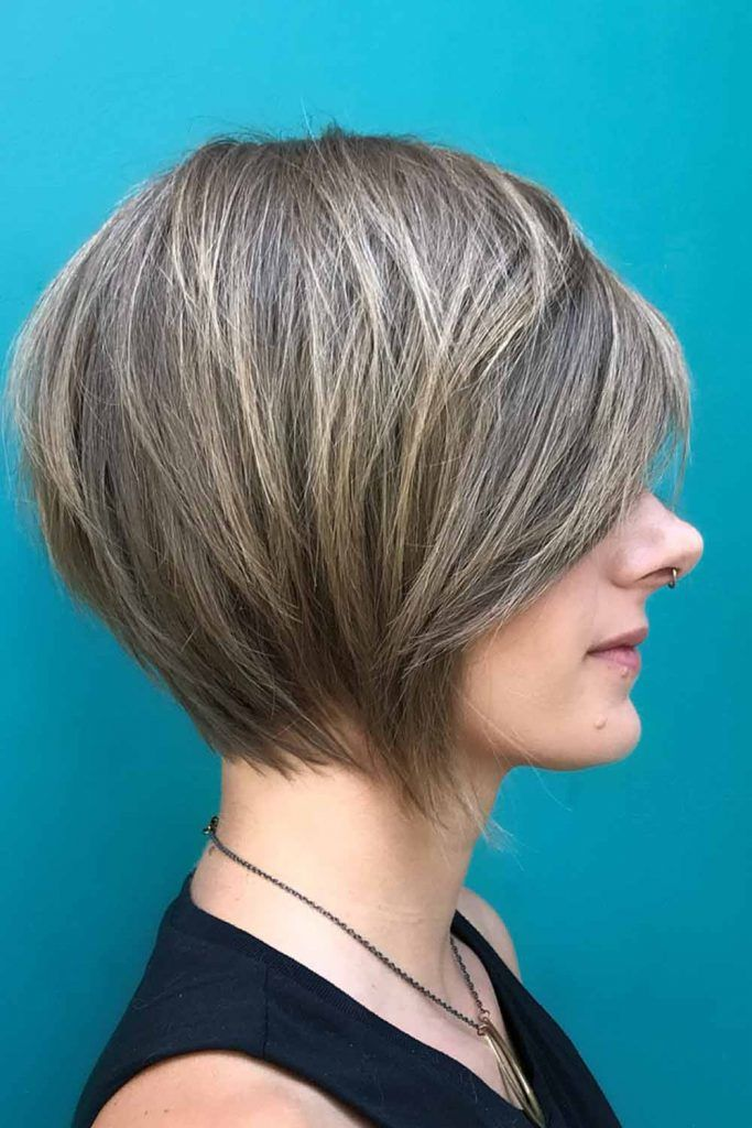 Side Swept Short Bob Hairstyles For Round Faces