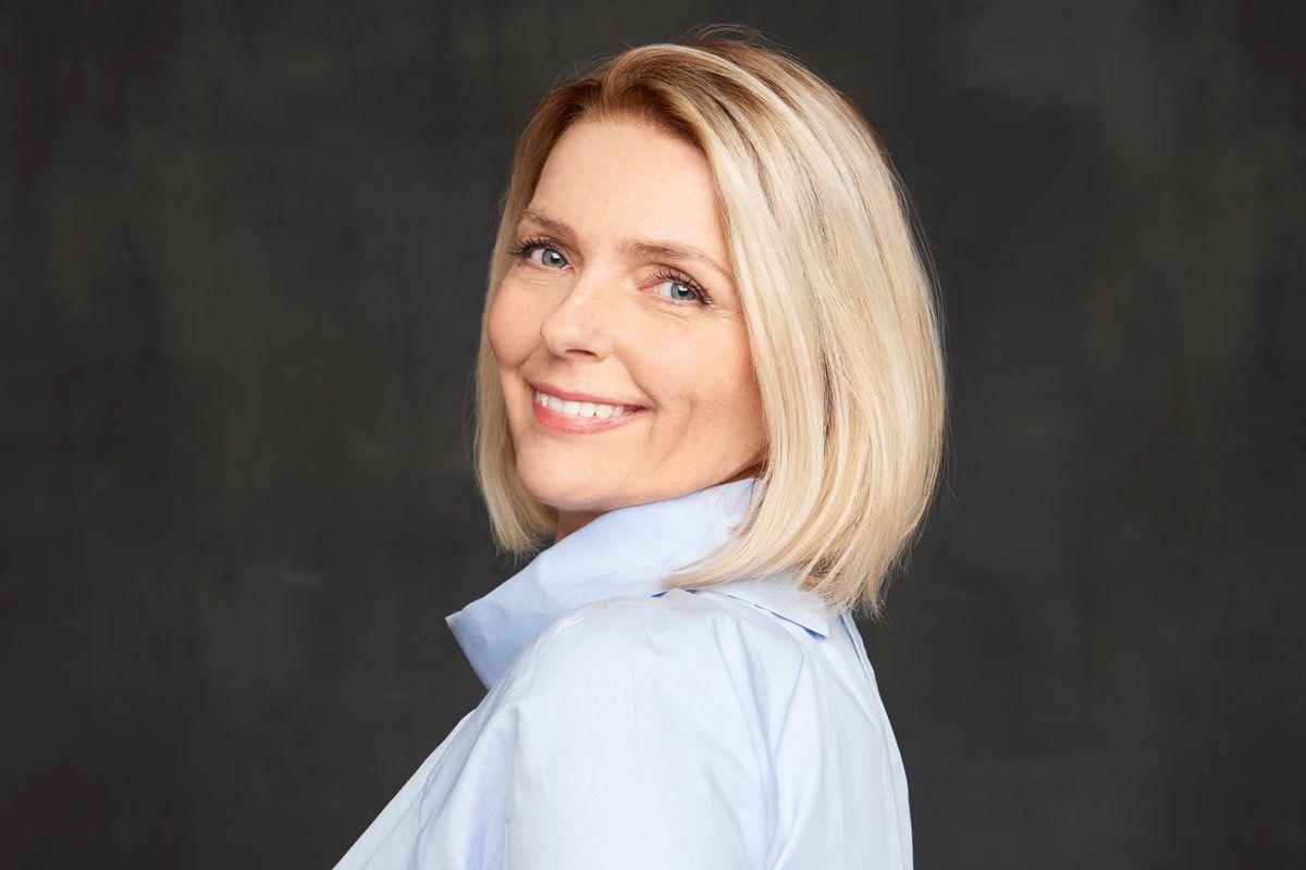 Glamorous Medium Length Haircuts For Women Over 50